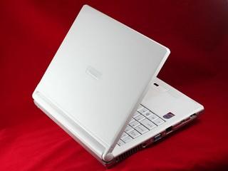 時尚輕薄的平價NB Hasee HP260 行動電腦