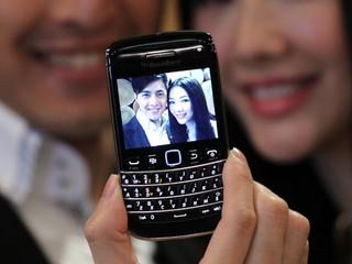 小巧機身配備觸控屏與鍵盤 BlackBerry Bold  9790智能手機