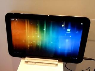 採用13.3吋屏幕  內建電視功能 Toshiba 展出 AT330 平板電腦