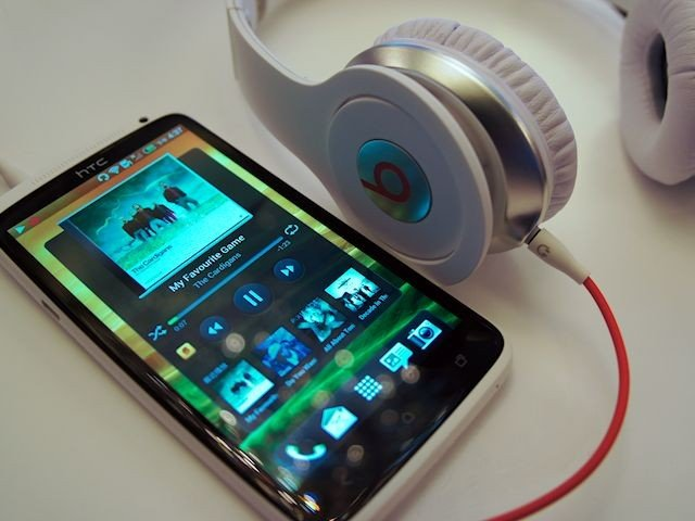 HTC One W Beats headphone 1