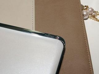 內外兼備、散發高貴品味  Fujitsu lifebook CH702行動電腦