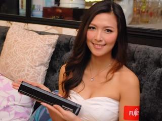 Ultrabook華麗登場 多元化筆控平板 Fujitsu Lifebook CH702、Tablet Q702
