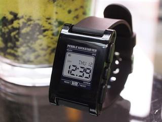 開放源碼設計、E-Paper 顯示 Pebble Smart Watch 智能手錶