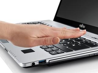 配備手掌靜脈辨識技術加強保安 Fujitsu Lifebook S935 筆記簿型電腦