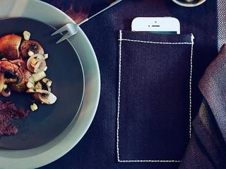 US$1.99 助您進餐時放下手機 IKEA 新推出「低頭族」專用餐桌布