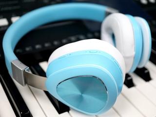 外型活力新鮮 適合多種場合使用 Rapoo S700 有線/無線多用途耳機