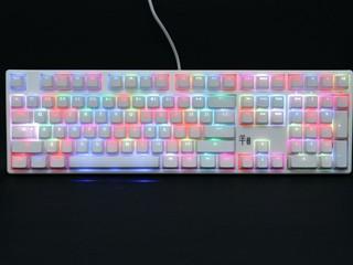 全白外觀配以 Cherry MX RGB 機械軸 Ducky 全新「羊年限定版」鍵盤