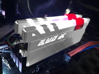 AURA RGB 同步光效 GEIL EVO X DDR4 記憶體-白色別注版