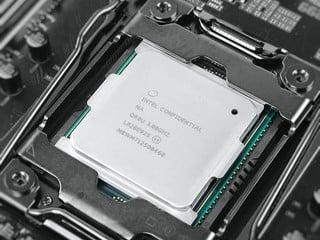 改用Solder TIM、時脈再提升 Intel Core i9-9980XE 處理器評測