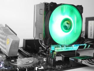 RGB燈效、電鍍亮鎳底座 Gelid Solutions Sirocco RGB 散熱器