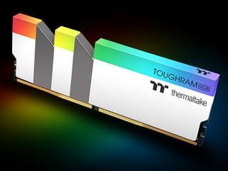 【白色真心靚!!】最啱配襯白色機箱 TT 雪白版 TOUGHRAM RGB DDR4 記憶體