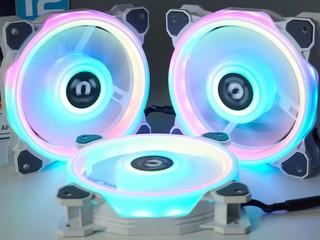 54 顆 LED、4 環燈效 Thermaltake Riing Quad 12 RGB 風扇
