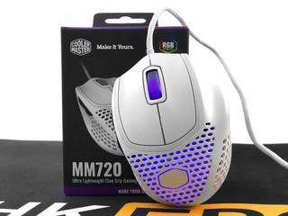 僅 49g、極致輕量化 Cooler Master MM720 電競滑鼠