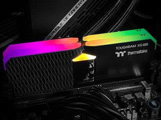 16 顆 RGB LED、X 型導光條 Thermaltake TOUGHRAM XG RGB 16GB Kit