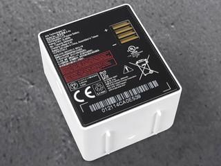 Arlo Pro 4 聚光燈無線攝影機